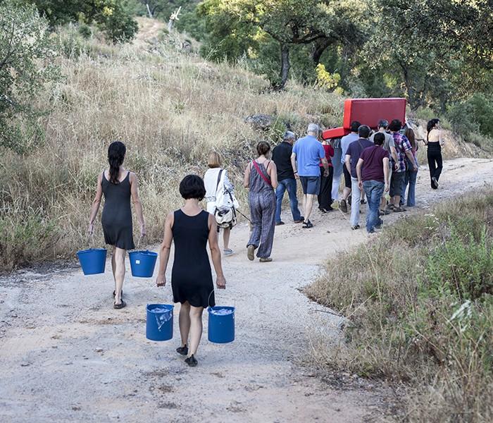 01 Procesión del Santo Sofá. Isabel León y Ana Matey. Fotógrafa Victoria Rodriguez Cruz